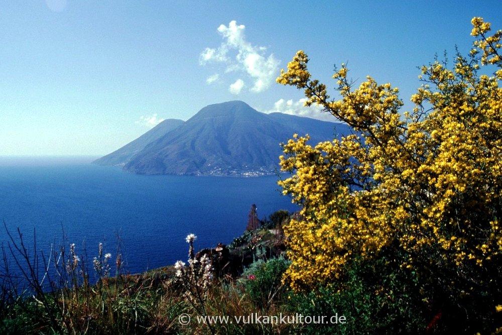 Lipari Westküste - Blick auf Salina