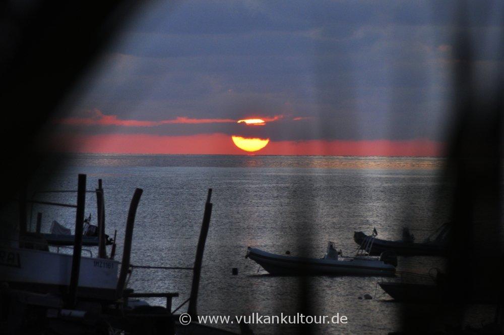 Sonnenaufgang am Stromboli