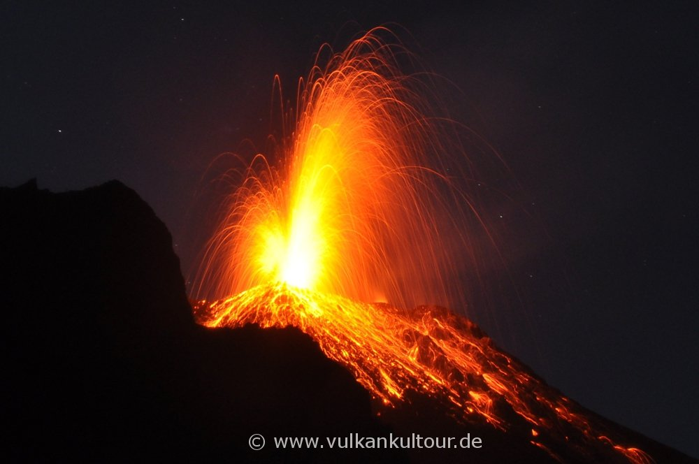 Eruption des Stromboli (aufgenommen von 400 Metern Höhe)