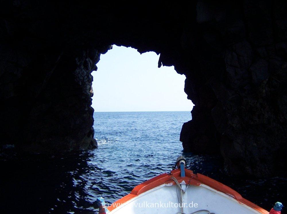 Filicudi - grotta del bue marino