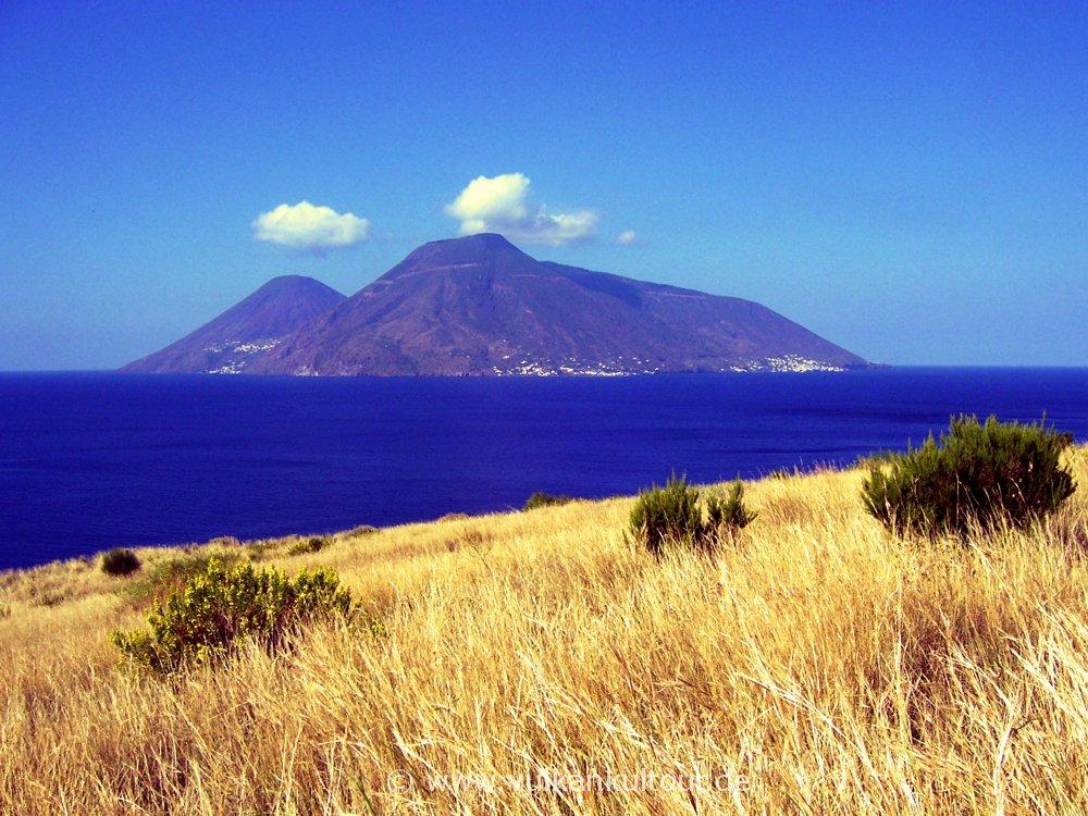 Liparis Westküste mit Blick auf Salina