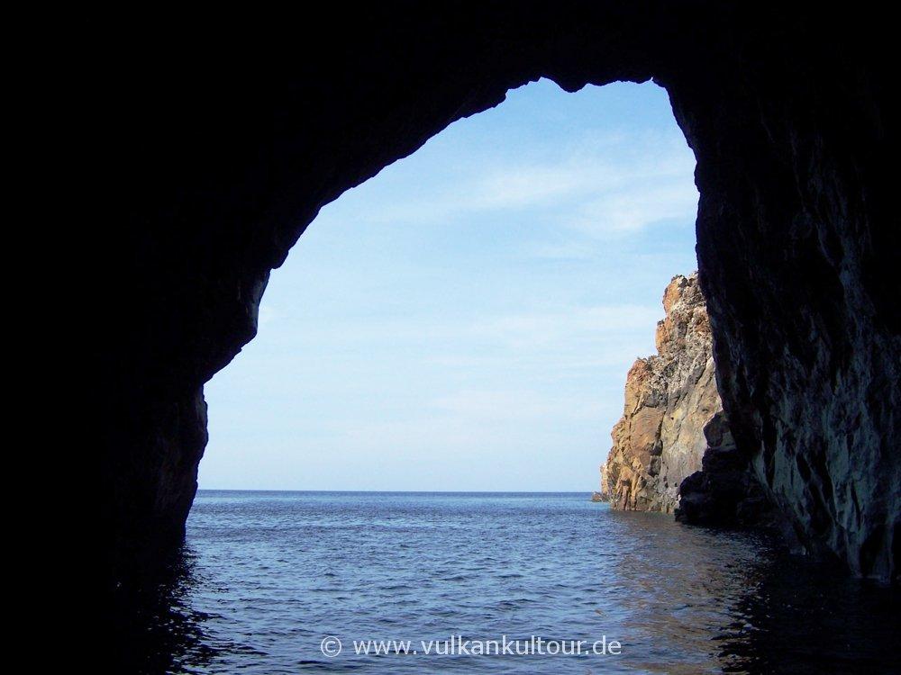 Vulcano - Grotta del Cavallo
