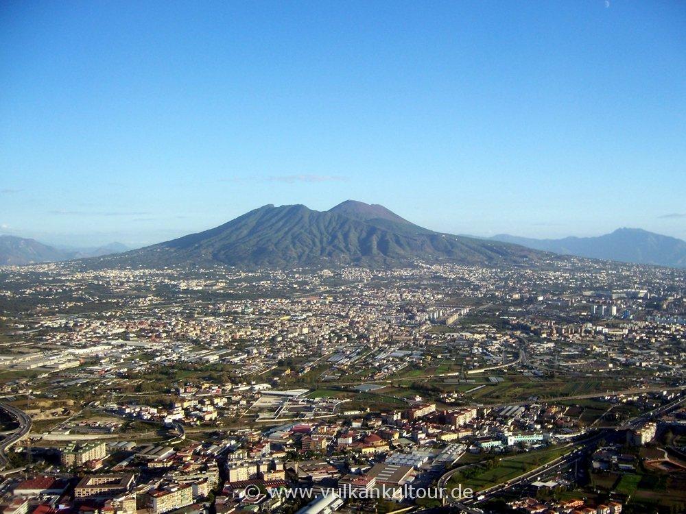 Neapels Vororte und der Vesuv