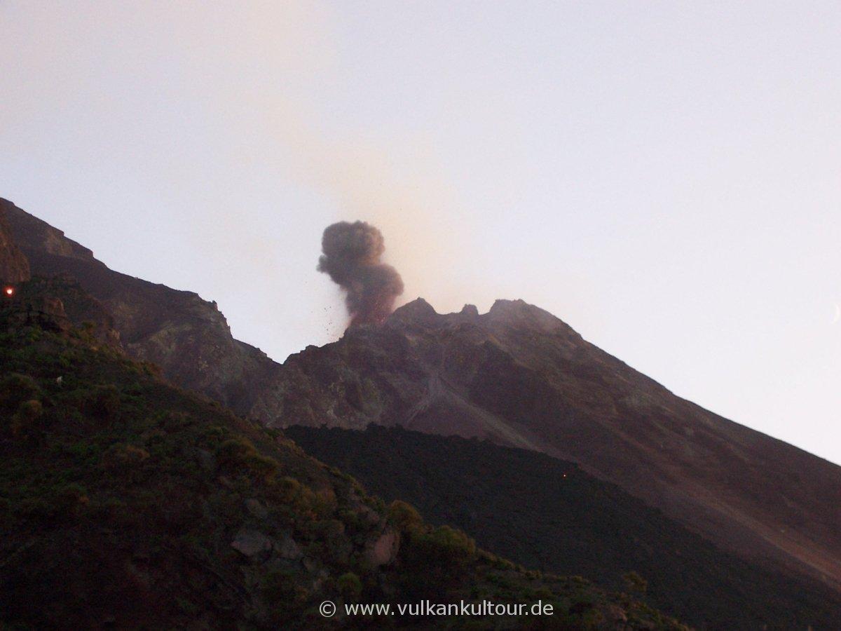Stromboli in Aktion. Blick von der sciara del fuoco