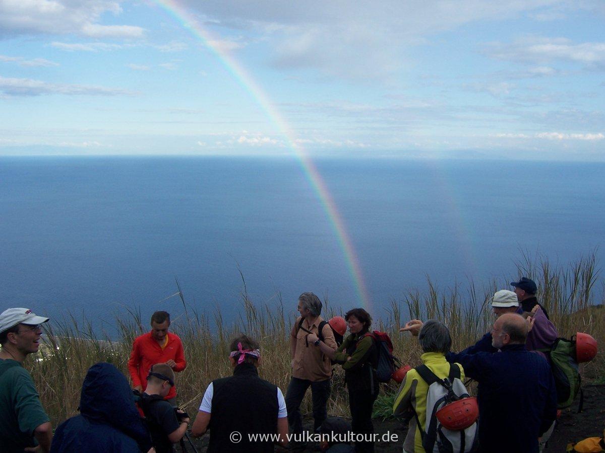 Stromboli: Regenbogen beim Aufstieg auf den Vulkan
