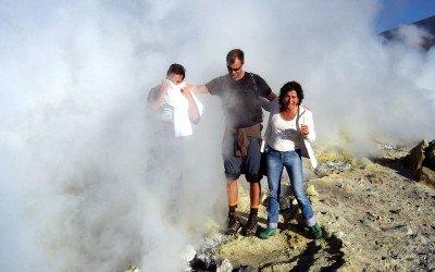 Gerry, Flo und Paola wagen die Schwefelmutprobe...