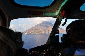 Auf Wunsch: exklusiv mit dem Helikopter zum Stromboli