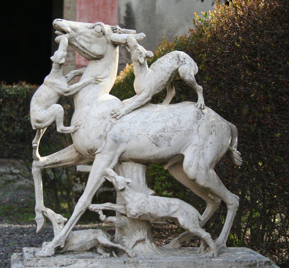 Herculaneum: Marmorskulptur des gejagten Hirsches (© Julia Lauberger)