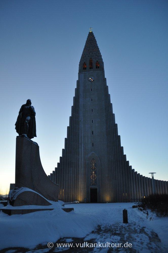 Hallgrímskirkja und Statue von Leifur Eiriksson