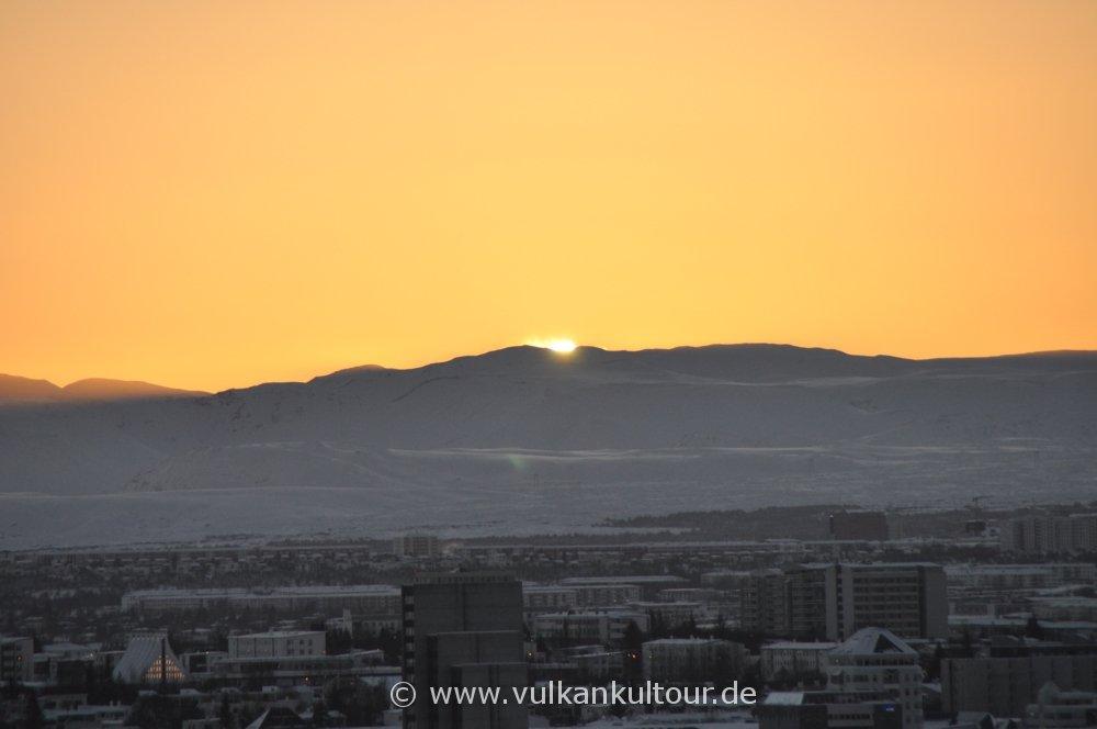 Sonnenaufgang über der Hellisheiði