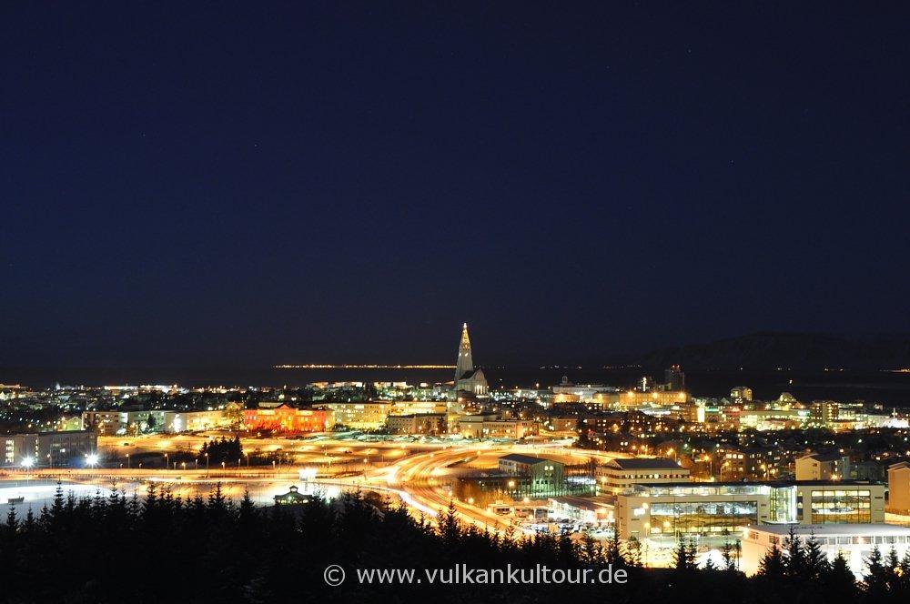 Blick von Perlan auf das nächtliche Reykjavík