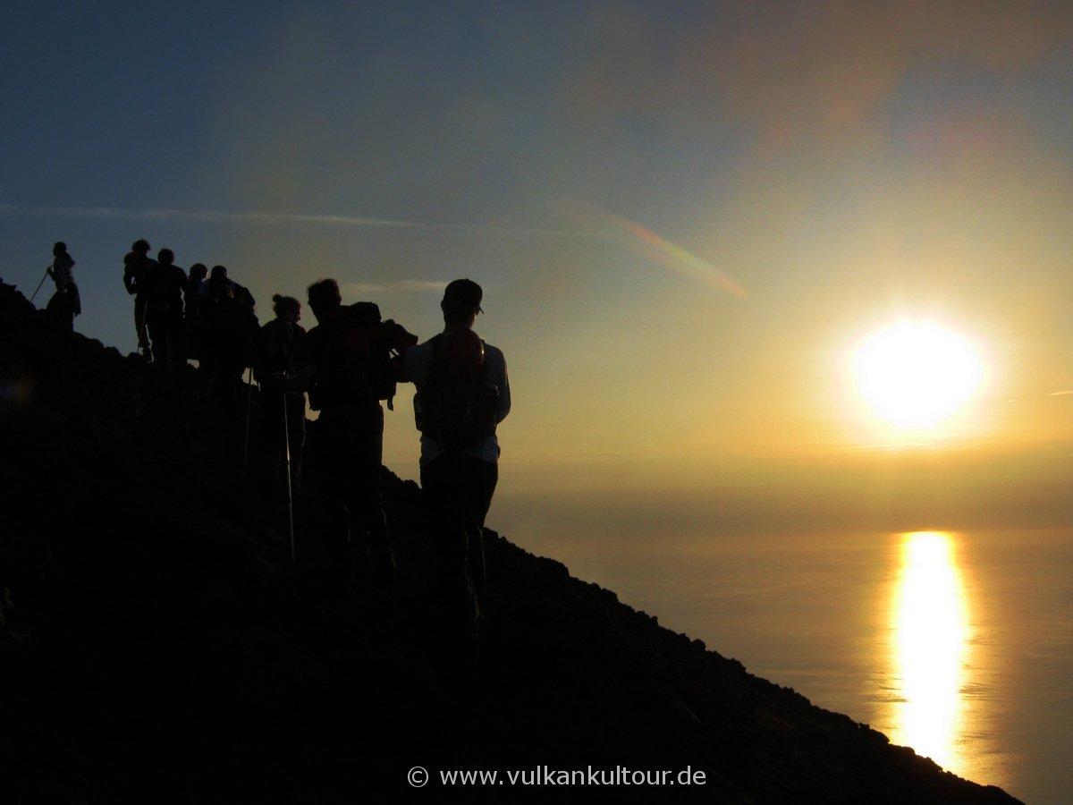 Aufstieg auf den Stromboli im Sonnenuntergang