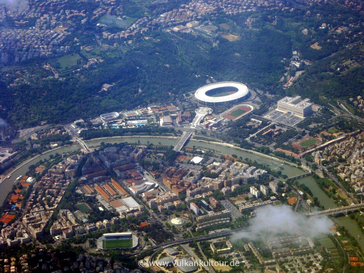 Rom von oben: Tiber und Olympiastadion