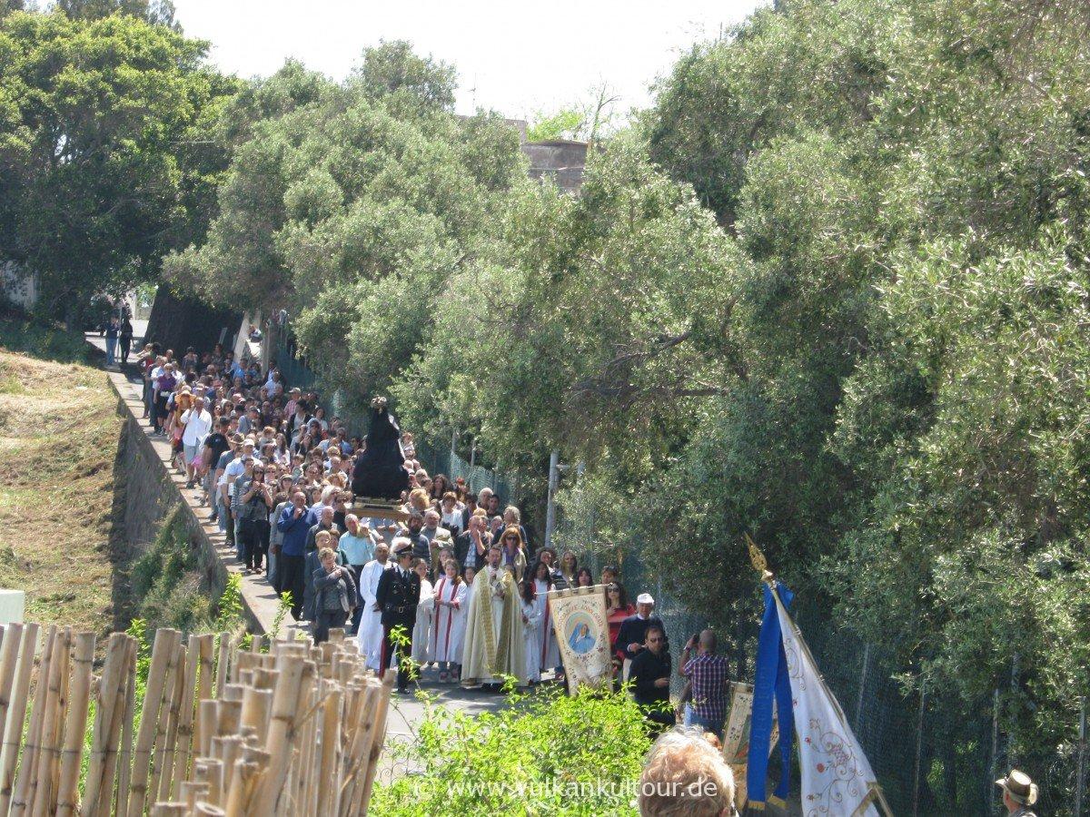 Ostersonntags-Prozession auf Stromboli