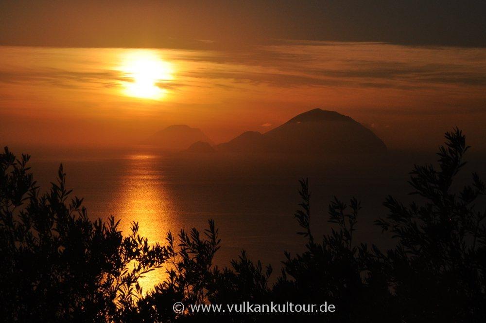 Sonnenuntergang über Filicudi & Alicudi