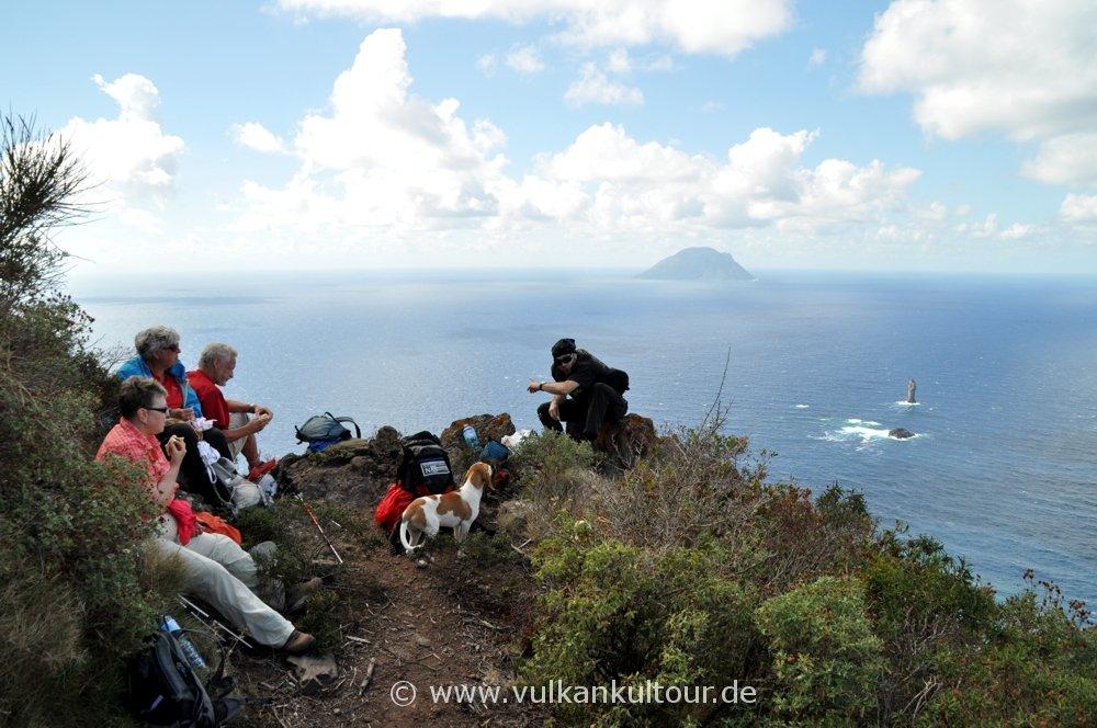 Wanderung auf Filicudi mit weiten Blicken