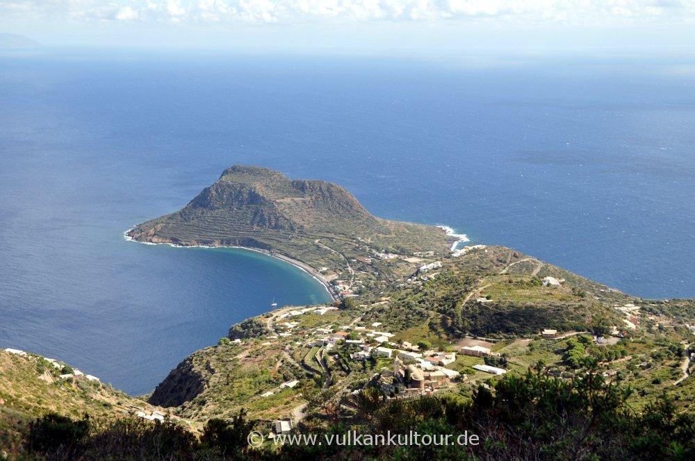 Blick auf Valle Chiesa und Capo Graziano