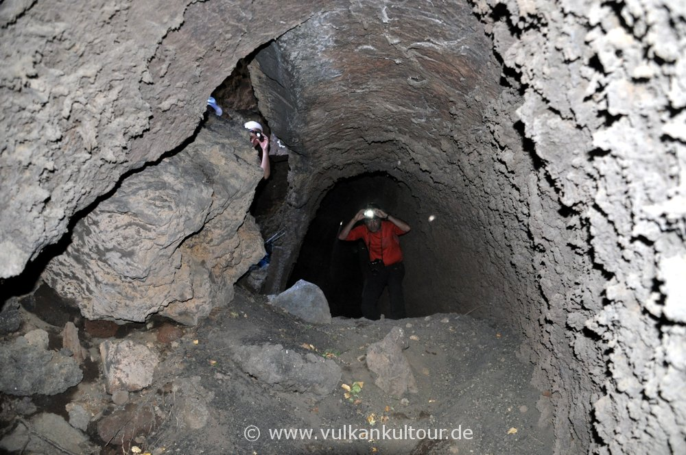 In der Grotta di Serracozzo - Etna Nord