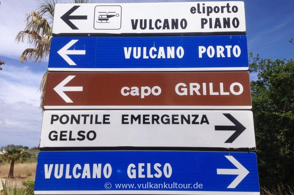 Wegweiser auf Vulcano