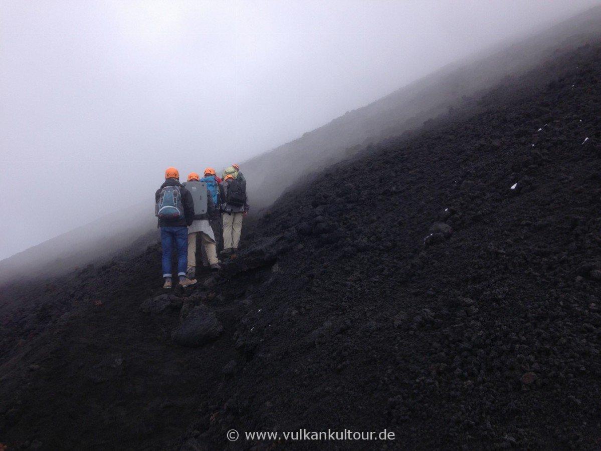 Durch vulkanische Gase zu den Gipfelkratern des Ätna