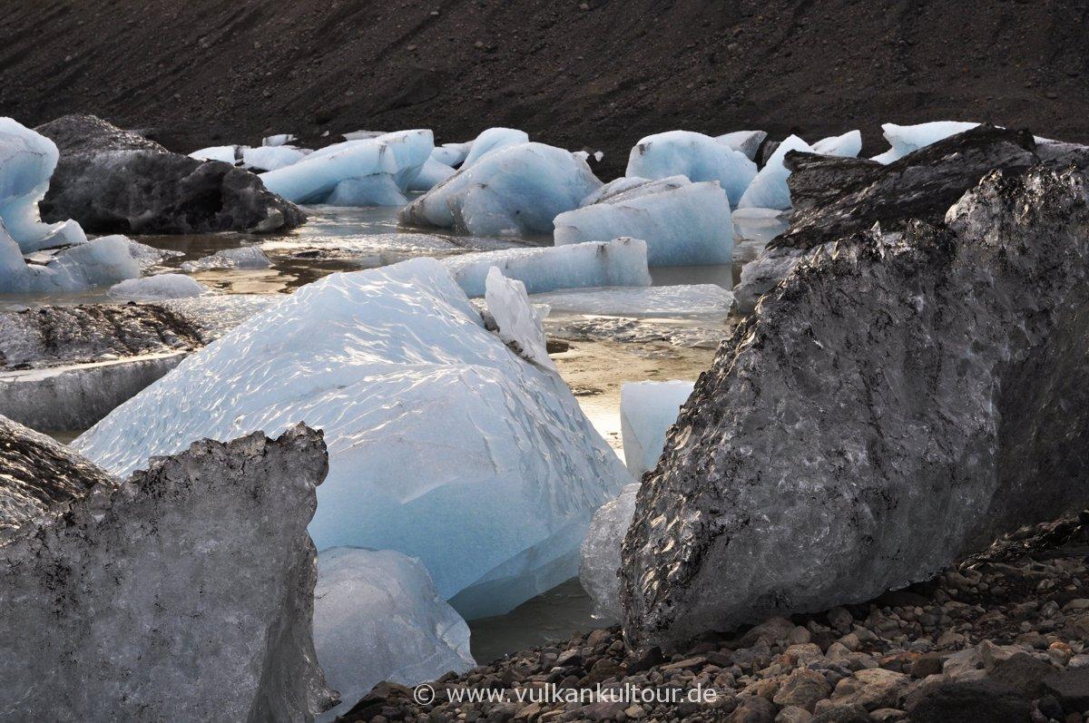 Einbrocken am Svínafellsjökull