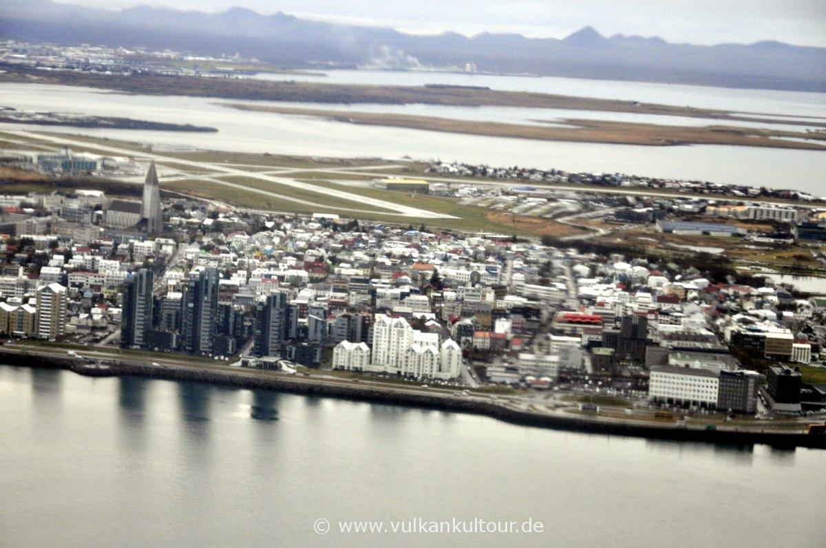 Landeanflug auf Reykjavík