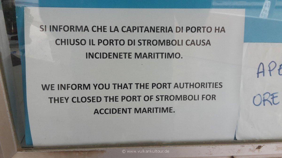 20171028 Feuerberge Siziliens ...und dann auch noch ein gesunkenes Boot vor der Mole...