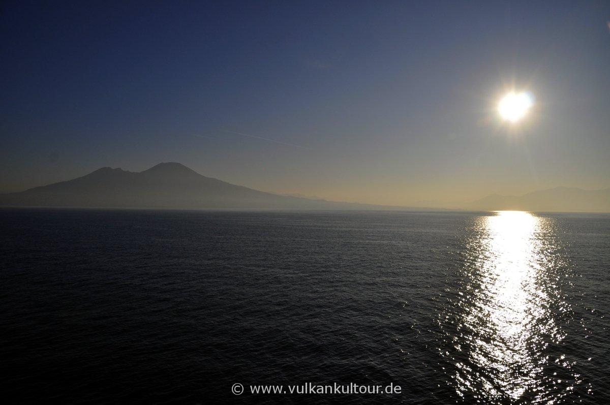 Rückfahrt nach Neapel - Sonnenaufgang und Vesuv