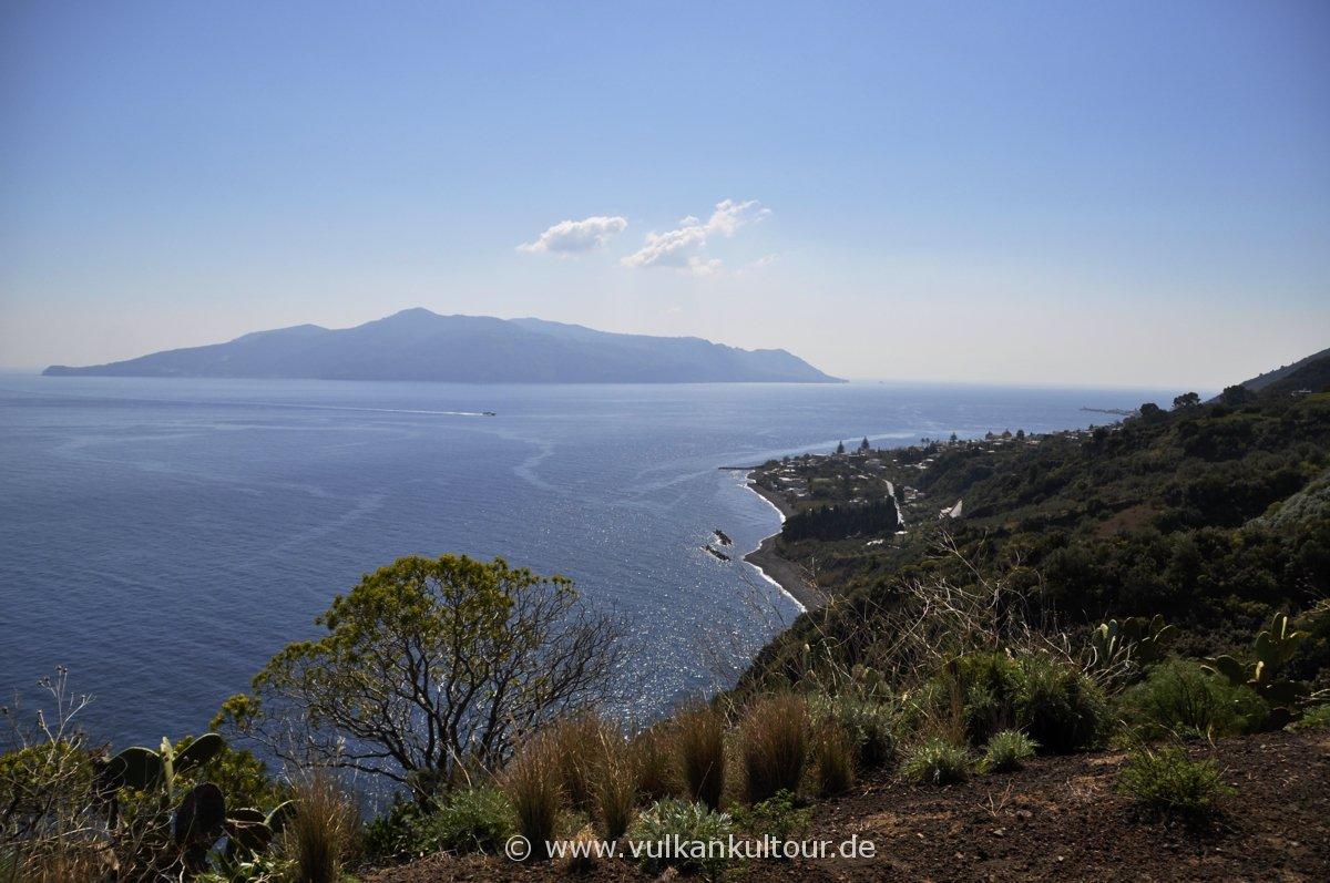 Salina - Santa Marina (Blick auf Lipari)