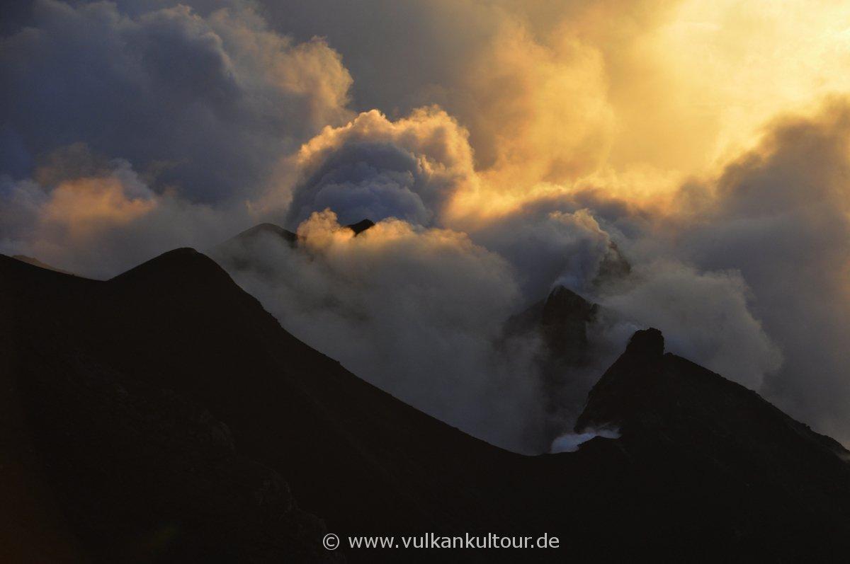 NE-Krater Stromboli im Abendlicht