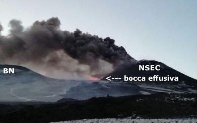 Ätna 17.03.2017 - im Hintergrund rot glühend die seitliche effusive Öffnung an der Basis des NSEC. (BC = Bocca Nuova / NSEC = Neuer Südostkrater)