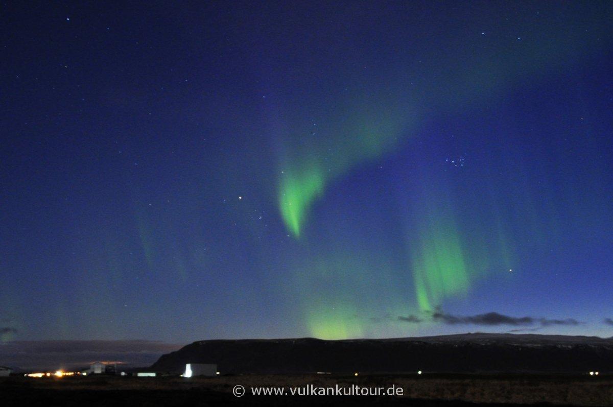 Leichte Polarlichter über dem Ingólfsfjall (Selfoss)