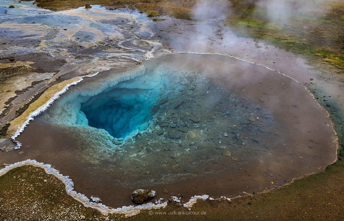 Heiße Sinterquelle Blesi im Haukadalur Geothermalfeld