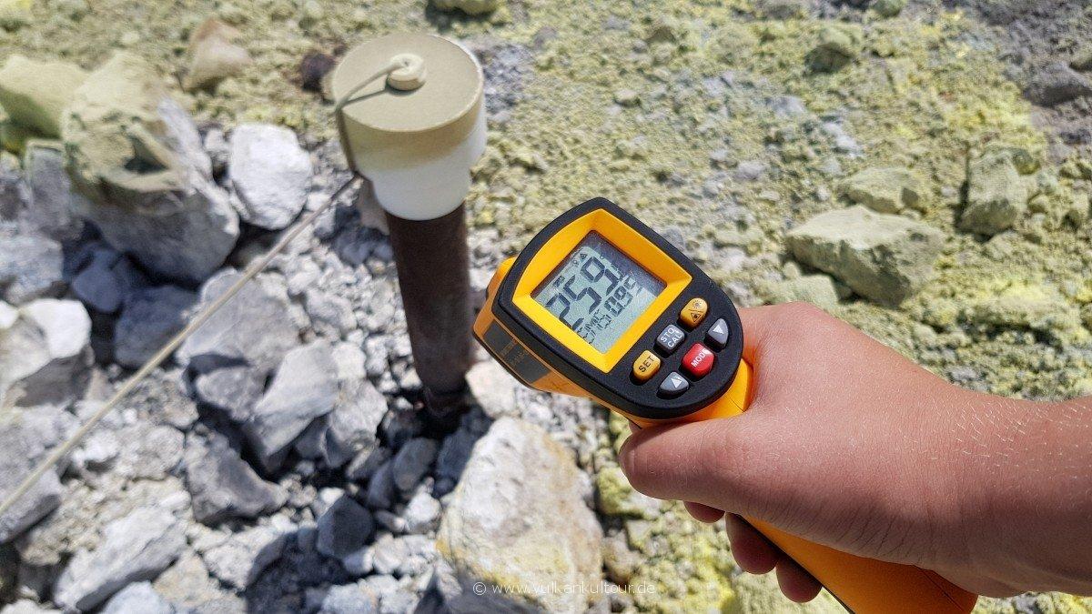 Temperaturmessung auf Vulcano - Luis macht den heutigen Rekord