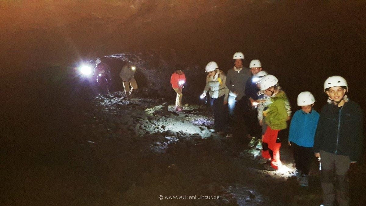 Spannende Höhlentour in einer der längsten Lavatube am Ätna