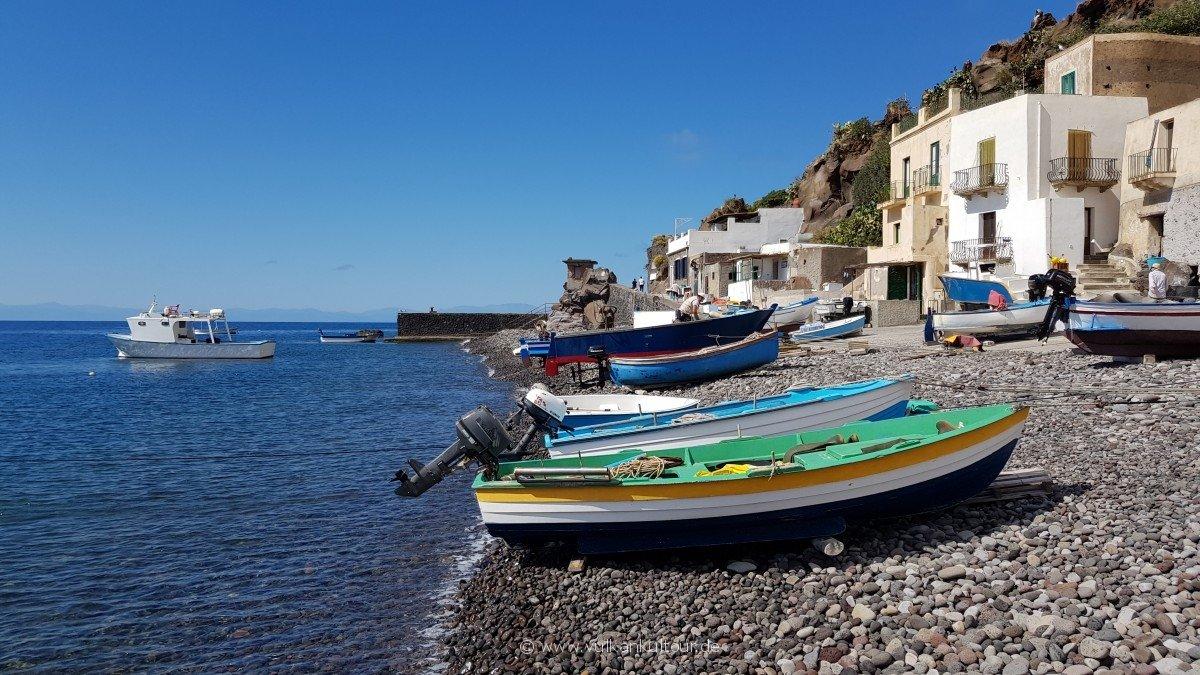 Alicudi am Hafen