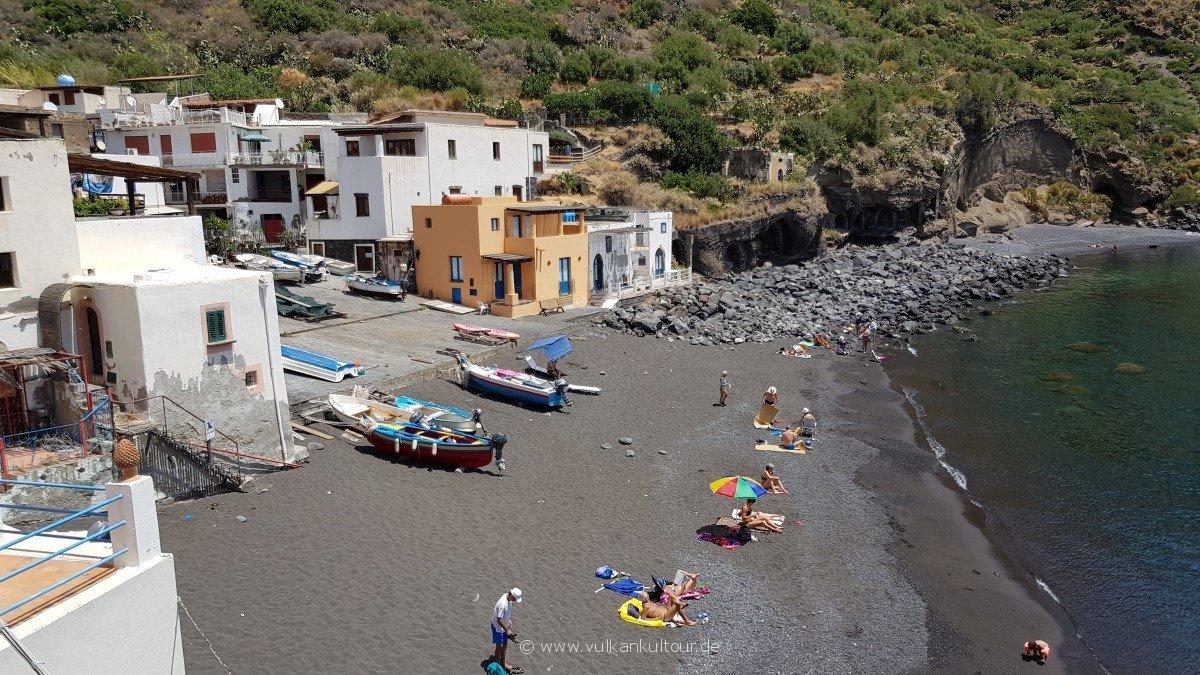 Kleiner aber feiner Strand von Rinella
