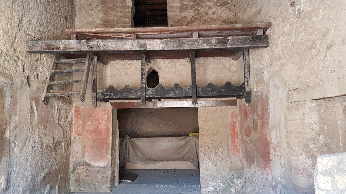 Herculaneum - verbranntes Holz (Treppe und Obergeschoß)