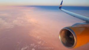 pastellfarbener Hinflug nach Island
