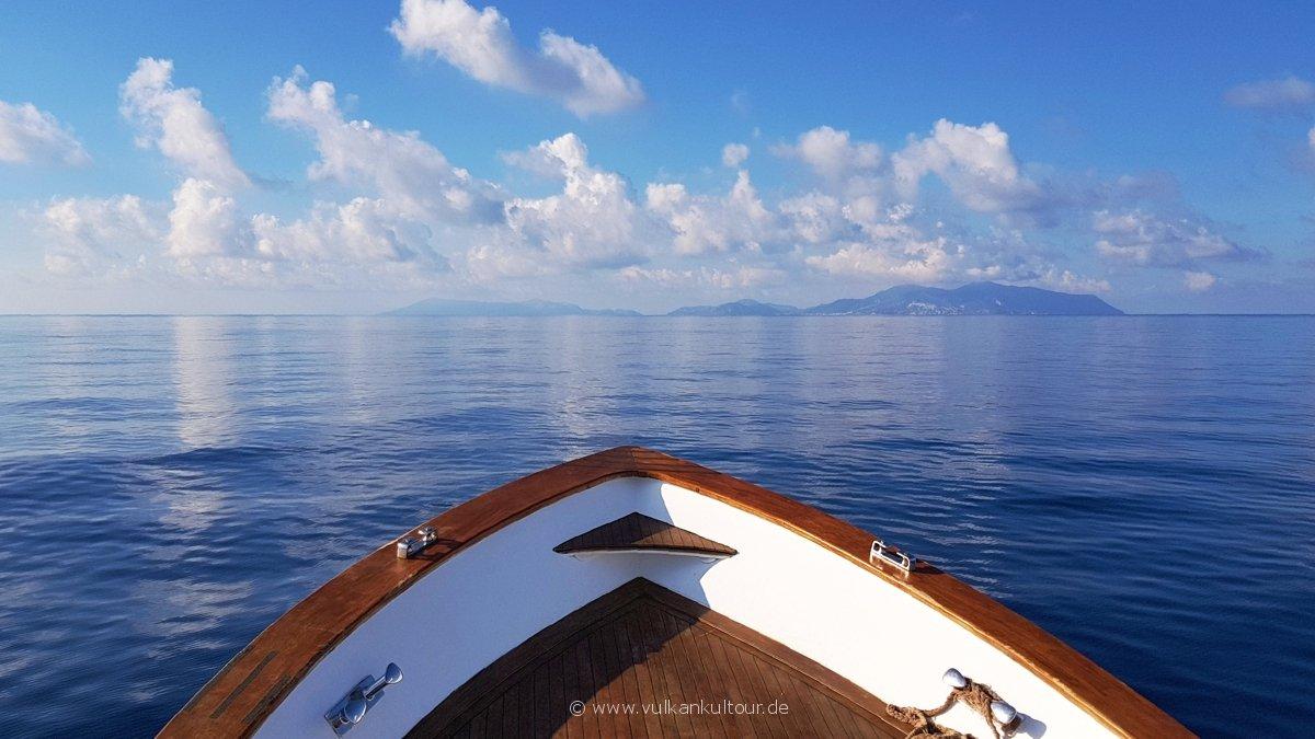 Mit unserem Privatboot nach Vulcano...
