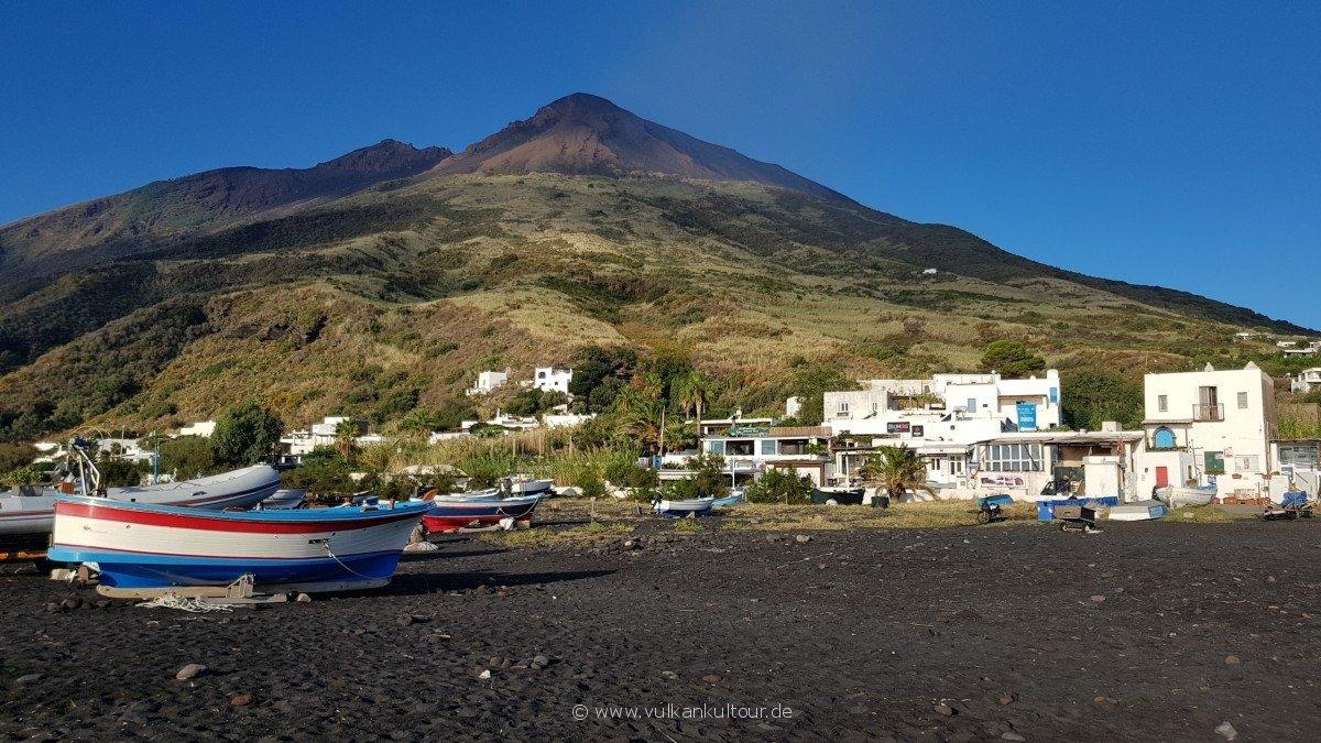 Am Hafen von Stromboli - Wetter gut, Vulkan gut