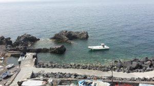"""Stromboli - Hafen von Ginostra mit """"unserem"""" Schlauchboot"""