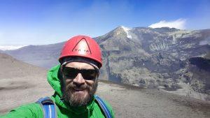 Ätna - Geschafft! Saukalt und windig, aber mit Asche, kleine Eruptionen und einem Wummern von tief unten...