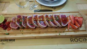 Thunfisch fast roh mit Erdbeersauce. Unglaublich gut!