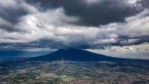 Landeanflug auf Neapel bei wenig erfreulichem Wetter