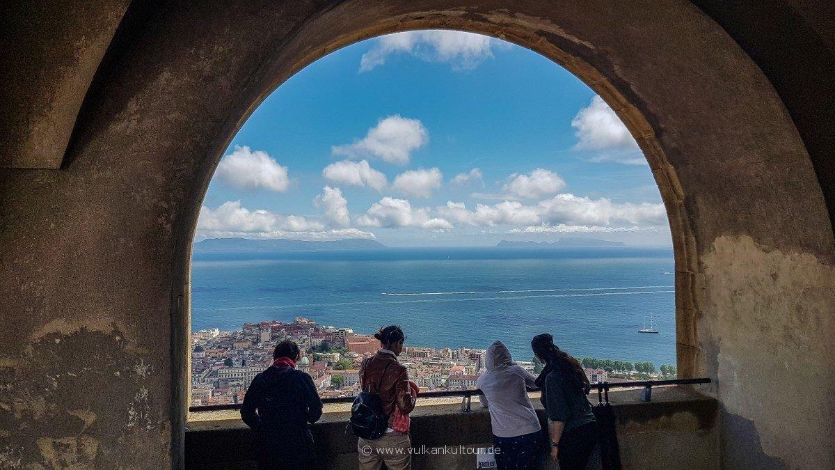 Blick auf den Golf von Neapel vom Castel Sant' Elmo