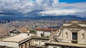 Blick auf Neapels Altstadt und die Certosia di San Martino