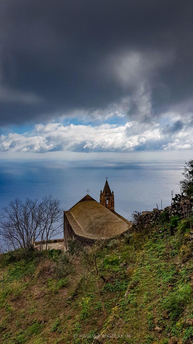 Alicudi - Chiesa San Bartolo