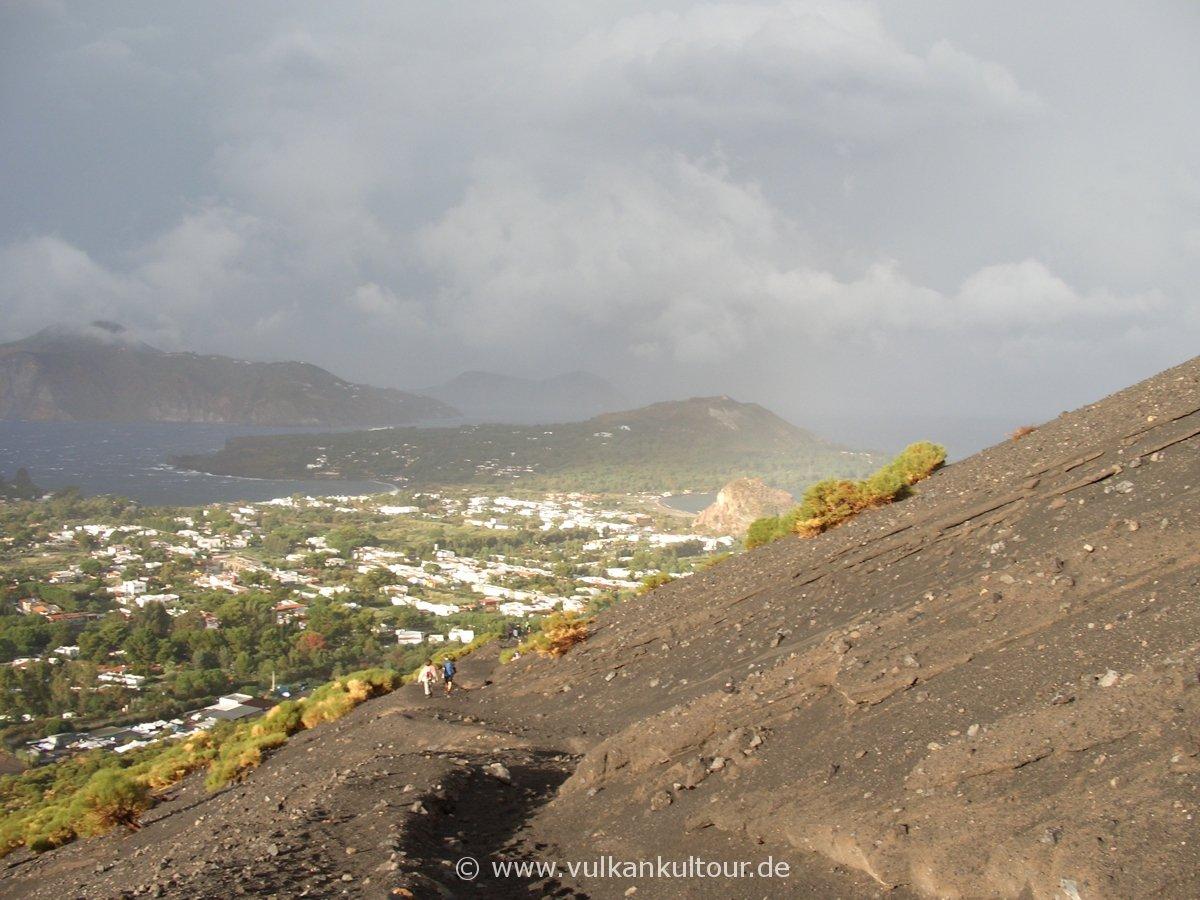 Abstieg vom Gran Cratere auf Vulcano - Unwetter inklusive
