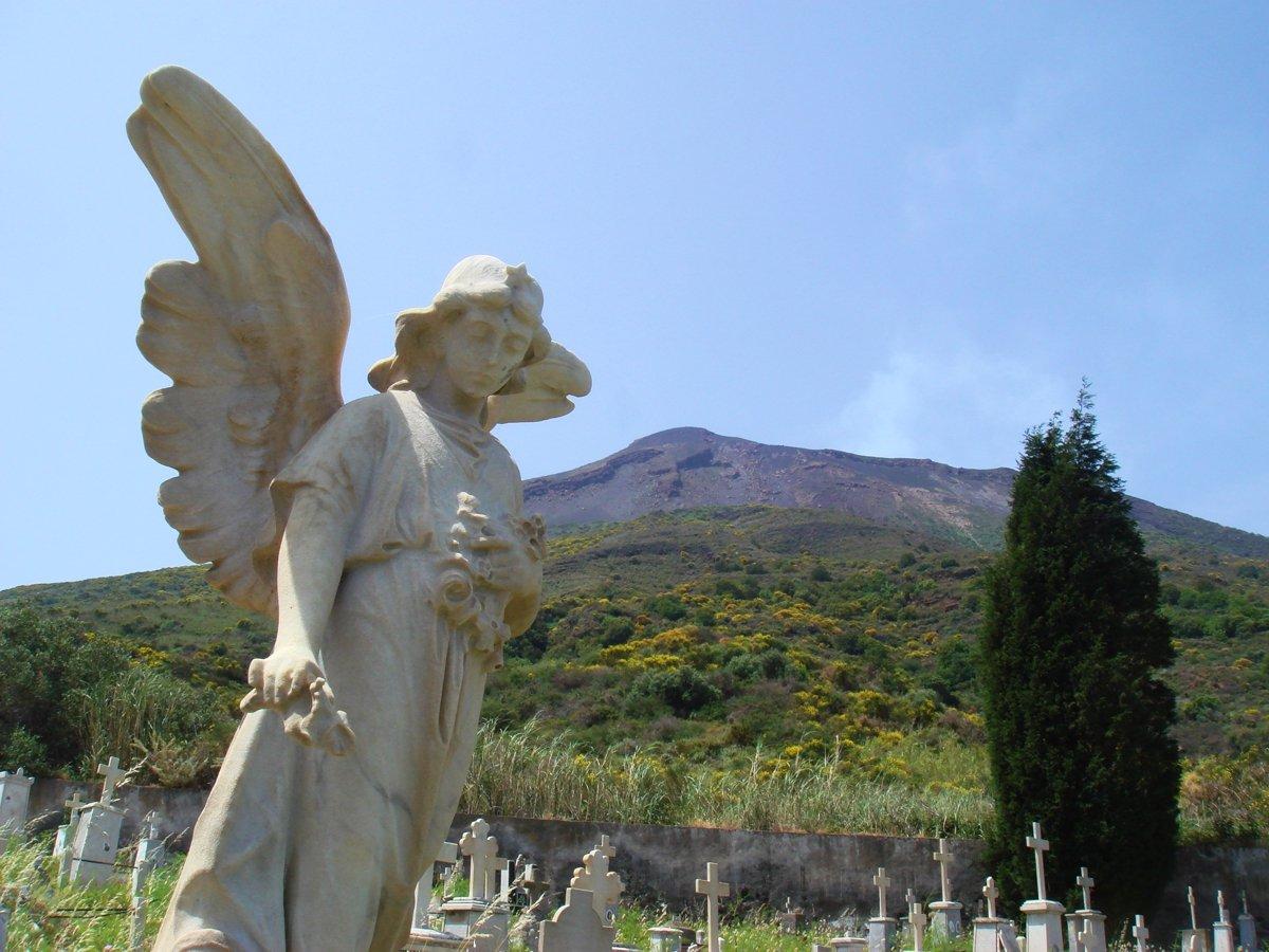 Auf dem Friedhof von Stromboli (© Michael Elsässer)